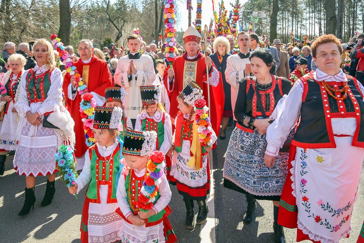 55c9c29a12 Tysiące wiernych na Niedzieli Palmowej w Łysych